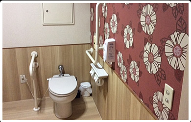 車椅子のまま入れるゆったりトイレ